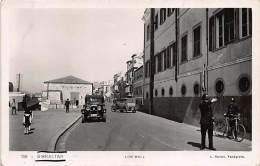 GIBRALTAR - Line Wall, Policeman On Duty - Publ. L. Roisin 156. - Gibraltar