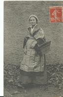 63 Auvergne Femmes Et Son Panier - Autres Communes