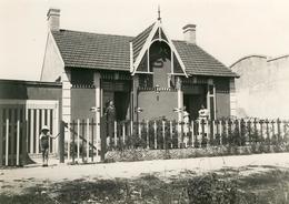 """Croix De Vie , 1934 .  Villa """" Le Sillage """".  Dames Et Fillette .   Photo Argentique Brillant ,  BEAU FORMAT 16,8 X 12 . - Lieux"""