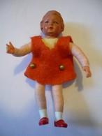 Puppenstuben Biege-Puppe - In Rotem Kleid (629) - Puppen