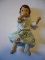 Puppenstuben Biege-Puppe - In Blauem Träger-Kleid (630) - Dolls
