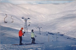Postcard Skiers On Cairnwell Mountain With Chair Lift And Cafe Ski Skiing Interest PU 1969 My Ref  B23041 - Winter Sports