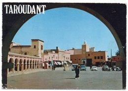 MAROC - TAROUDANT PLACE ASSARAG / OLD CARS / FIAT 600 / LAND ROVER / PEUGEOT - Marocco