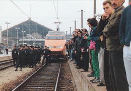 Cp-13-marseille-gare St Charles-animée-touche Pas A Mon Tgv-manifestation - Quartier De La Gare, Belle De Mai, Plombières