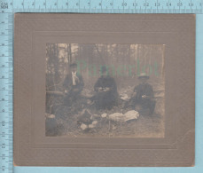 Photo CDV -  Repas Dans Les Bois Vers 1900 Deux Hommes Et Un Pretre - Photographs
