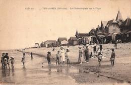 CPA - Les Bains De Pieds Sur La Plage Animée - VER SUR MER Canton De Courseulles 14 Calvados - N° 901 - Coll. Monceaux - Courseulles-sur-Mer