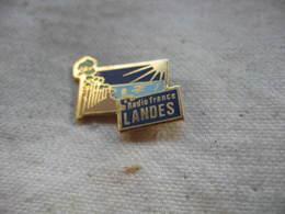 Pin's Radio France Landes - Medias