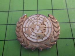 "818B Pin's Pins / Beau Et Rare : Thème ADMINISTRATION : LOGO DU ""MACHIN"" ALIAS L'ONU O.N.U. - Administrations"