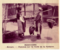 Chromo, Image, Vignette : Indochine, Annam, Femmes Sur La Route De La Fontaine (6 Cm Sur 7 Cm) - Unclassified