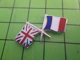 818B Pin's Pins / Beau Et Rare : Thème AUTRES : FRANCE ROYAUME UNI DRAPEAUX CROISES MATCH Si C'est Du Foot , On Gagne !! - Altri