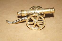 Pour Collection,très Beau Petit Canon Ancien En Bronze,longueur 12 Cm. - Army & War