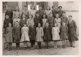 Photo De Classe De FONTAINE FOURCHES, Années 51.52  (dos.bleu 22) - Personnes Anonymes