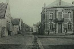 Angre La Place Et La Maison Communale - Honnelles