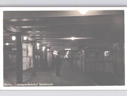 BERLIN 2 Foto-AK Untergrundbahnhof SPITTELMARKT + GESUNDBRUNNEN Mit Zug Und Leben Um 1930? - Bahnhöfe Mit Zügen