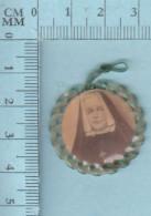 Reliquaire De Poche - Relique: : étoffe  Déposée Sur Les Ossements De Mère Marie Amélie Fristel - Religion & Esotérisme
