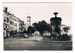 ISSOIRE  63  Place De La République En 1961 - Issoire