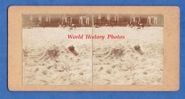 Photo Ancienne Stéréo Vers 1900 - OSTENDE - Femme Dans Le Sable - Surréalisme Curiosa - TOP - Photos Stéréoscopiques