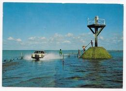 ILE DE NOIRMOUTIER EN 1983 - N° 2148 - PASSAGE DU GOIS AVEC VOITURE - CPM GF VOYAGEE - Ile De Noirmoutier