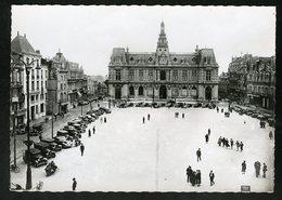 86 CPSM  POITIERS - L'HOTEL DE VILLE - PLACE D'ARMES -GRANDE ANIMATION - BELLES VOITURES ANCIENNES - Poitiers