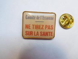 Beau Pin's , Médical , Ne Tirez Pas Sur La Santé , Comité De L' Essonne - Medical