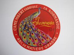 Etiquette De Fromage L'INCOMPARABLE Camembert Fabriqué En NORMANDIE 45% 61-F - Fromage
