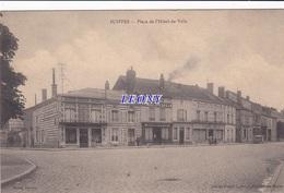 CPA De SUIPPES  (51) - PLACE De L'HOTEL De VILLE - édit MURAT -  COMMERCE LE FAMILISTERE - Francia