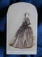 Photo CDV  Penabert à Paris - Noblesse Bourgeoisie Second Empire, Femme En Pied, Chale, Robe Crinoline Vers 1860 L395A - Photos
