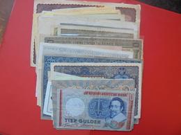 92 BILLETS EUROPE/MONDE LOT VARIER LA PLUPART CIRCULES - Monnaies & Billets