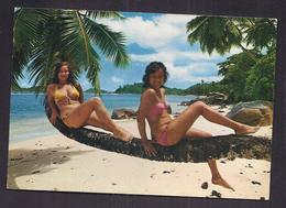 CPSM SEYCHELLES - Port Glaud - TB PLAN De 2 PIN UP En Maillot De Bain Sur Un Arbre - Seychelles