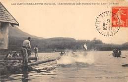 73-AIGUEBELETTE- LAC- EXERCICES DE MÂT PENCHE SUR LE LAC, LE SAUT - Autres Communes