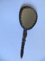 MIROIR FACE à MAIN CISELE  Type Art Nouveau - Métal à Identifier Type Bronze - VOIR SCANS - Materiale Di Profumeria