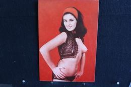 13 - P-up / Carte - Photo /  Pin-Up  -  PATTY  -  Modèle  Nue,  Daily Girl Press  /  Circulé   .- - Pin-Ups