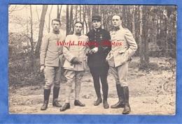 Carte Photo - à Situer - Groupe De Militaire / Poilu - Voir Uniforme - Pilote Aviateur Au Centre ? - WW1 Médaille Pose - Guerre 1914-18