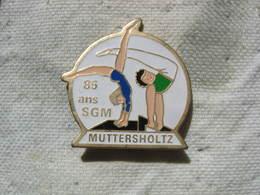 Pin's Des 85 Ans De La Sté De GYM De La Commune De MUTTERSHOLTZ (Dépt 67) - Gymnastics