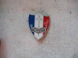 Petite Broche Du Souvenir Francais - Army