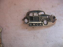 Pin's Du Garage RMCA. Le Garage Dont Vos Voitures Ont Besoin - Badges