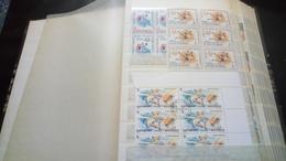 F01033 ALBUM TIMBRES MONDE EN BLOCS A TRIER  COTE++ POIDS 1.150KG DÉPART 10€ - Stamps
