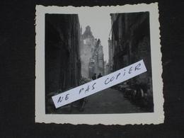 Authentique Photo Amateur Et Son Négatif Du Bombardement De Saint Malo En Août 1944. - Saint Malo