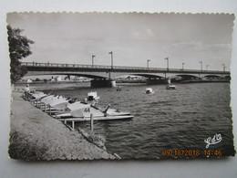 CP 03 VICHY  Canotage Lyonnais Au Pont De Bellerive - Canotage Et Pédalos Sur L'Allier  1956 - Vichy