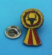 1 PIN'S  //    ** CLUB TAURIN / L'AFICION CÉVENOLE ** - Bullfight - Corrida
