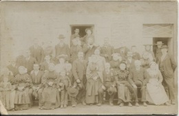 PHOTO - GROUPE QUI POSE - Photographe ? (format 16.5 X 10.5) - Personnes Anonymes