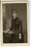 """Photos Format Disderi Jeunes Femmes """"Maggie"""" Ou """"Darling Maggy"""" + Autre Bruxelles Vers 1890 Geruzet Abîmées - Personnes Identifiées"""