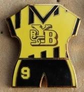 MAILLOT DE FOOTBALL N°9 - BSC YOUNG BOYS BERN - BERNE - SUISSE - SWISS - SCHWEIZ - SWITZERLAND - SOCCER - FOOT - (ROSE) - Fútbol