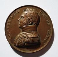 MEDAILLE 1829. LE DEP. DU NORD A LA MEMOIRE DU DUC DE BERRY Par GAYRARD. 40 Mm. BEL ETAT. - Royal / Of Nobility