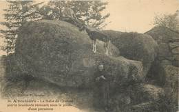 ALBOUSSIERE - La Batie De Crussot,pierre Branlante Remuant Sous Le Poids D'une Personne. - Dolmen & Menhirs