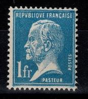 YV 179 N* (trace) Pasteur Cote 25 Euros - France