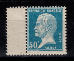 YV 176 N** Pasteur , 2 Dents à Peine Jaunie Au Dos Cote 9,30 Euros - France