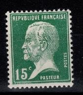 YV 171 N** Pasteur Cote 3,70 Euros - France