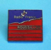 1 PIN'S //   ** RADIO FRANCE / ROUSSILLON ** . (JMG) - Medias