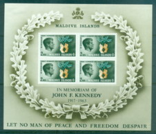 Maldive Is 1965 JFK Kennedy MS (LR Corner Faults) MLH - Maldives (1965-...)